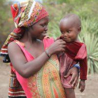 veronique-cloitre-Fluidite-Jeune-femme-Massai-et-son-enfant
